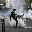 Francia: no riforma lavoro, scontri: auto lusso a fuoco10'