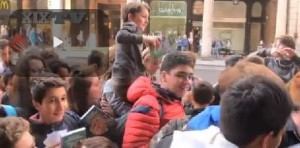 "YOUTUBE Dexter a Genova: in mille in coda per lo ""Youtuber"""