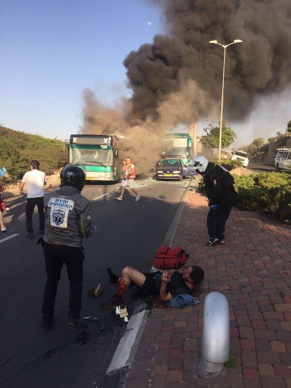Gerusalemme, esplosione su un bus di linea: 20 feriti03