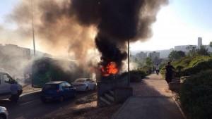 Guarda la versione ingrandita di Gerusalemme, esplosione su un bus di linea: 20 feriti