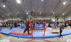 YOUTUBE Maestro di ginnastica salva allieva da caduta