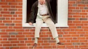 Gragnano, scherzo degli alunni: prof cade da finestra