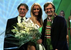 Guarda la versione ingrandita di Alice Grassi tra Umberto Bossi e Vittorio Sgarbi (Foto Ansa)