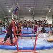 YOUTUBE Maestro di ginnastica salva allieva da caduta 03