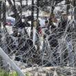 Migranti Idomeni, lanci di lacrimogeni e pietre FOTO 9