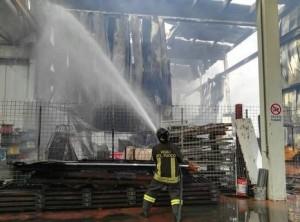 Ancarano, incendio Italpannelli: vietato mangiare frutta e..