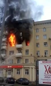 Incendio a Mosca, donna divorata dalle fiamme 1