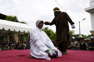 Indonesia, cristiana di 60 anni condannata a 30 frustate