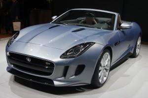 Finto segretario onorevole raggira Jaguar: si fa dare bolide