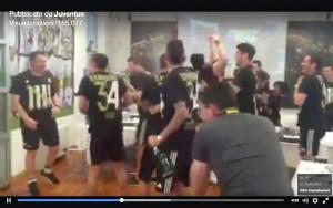 Juventus, festa scudetto 2016 nello spogliatoio. VIDEO