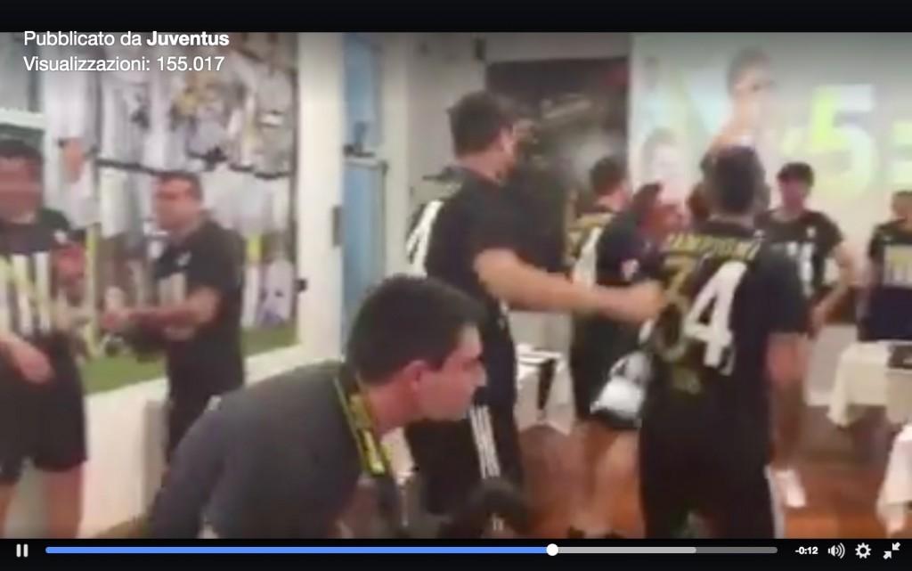 Juventus festa scudetto 2016 spogliatoio video_10
