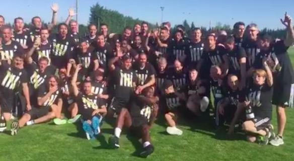 Scudetto Juventus, anche Marchisio Vinovo: festa con tutore