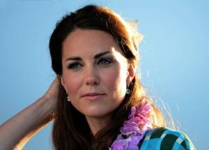 Kate Middleton non accavalla mai le gambe: ecco il motivo