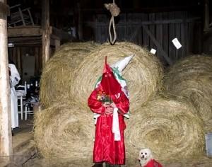 Ku Klux Klan, nozze tra croci bruciate, riti spettrali VIDEO