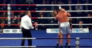 Boxe, Klimenta come Tyson: morde l'orecchio al rivale
