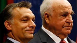 Helmut Kohl ospita Orban: schiaffo a Merkel sui migranti...