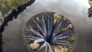 YOUTUBE Portogallo, il lago con il buco dentro