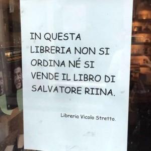 """Guarda la versione ingrandita di Catania, libreria vs Salvatore Riina: """"No vendita del libro"""""""