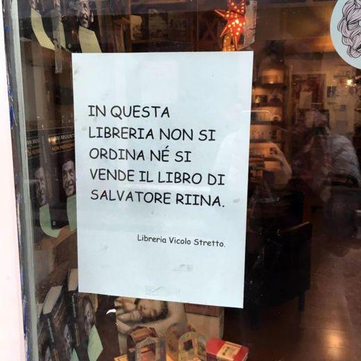 """Catania, libreria vs Salvatore Riina: """"No vendita del libro"""""""