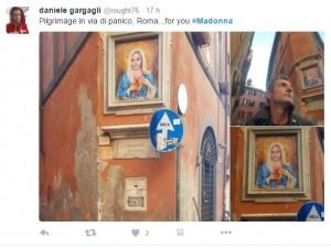 Guarda la versione ingrandita di Madonna, volto popstar al posto della Vergine a Roma FOTO