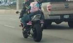 Bimba in moto, FOTO su Fb e critiche. La mamma risponde così