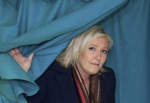 """Guarda la versione ingrandita di Panama Papers, nella lista """"cerchio magico"""" Marine Le Pen"""