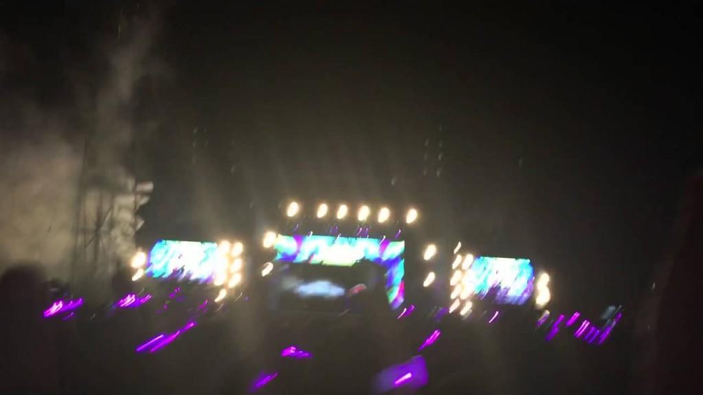 YOUTUBE Bimbo autistico si commuove al concerto dei Coldplay 03