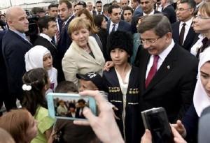 """Migranti, Merkel: """"Zone di sicurezza per rifugiati in Siria"""""""