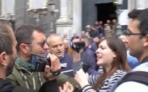 YOUTUBE Messa per Mussolini a Napoli: giornalisti aggrediti