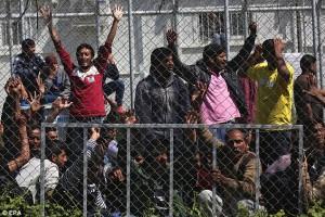 Migranti, trucchi, falsi e bugie alla frontiera in Europa