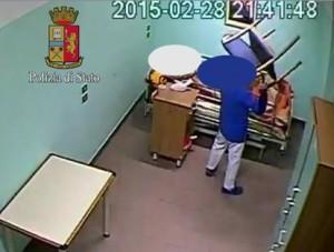 YOUTUBE Botte e offese ai malati psichiatrici a Milano