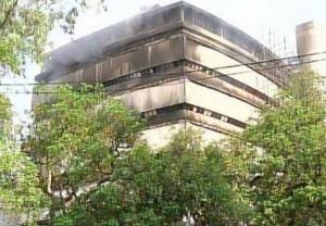 Guarda la versione ingrandita di India: incendio devasta il Museo di storia naturale di Delhi (Il museo distrutto dalle fiamme)