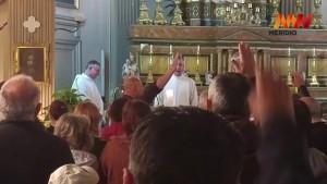YOUTUBE Messa Mussolini Catania: saluto romano dall'altare