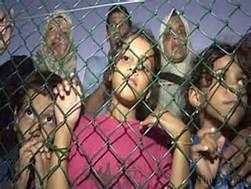 Guarda la versione ingrandita di Rifugiati in un campo di Nuaru