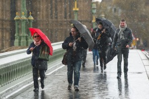 YOUTUBE-FOTO Nevica a Londra, fine aprile da non credere