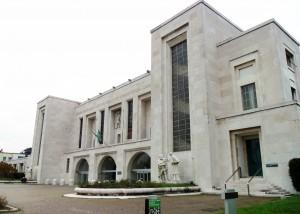 Molesta sedicenne anoressica all'ospedale Niguarda di Milano