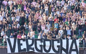 Palermo, lancio petardi. Stadio: un turno a porte chiuse