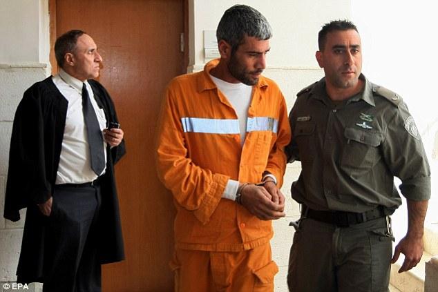 Terroristi in carcere: stipendio palestinese con soldi da...04