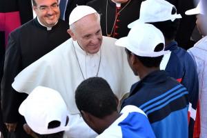Migranti: Papa Francesco a Lesbo. I bei gesti che illudono