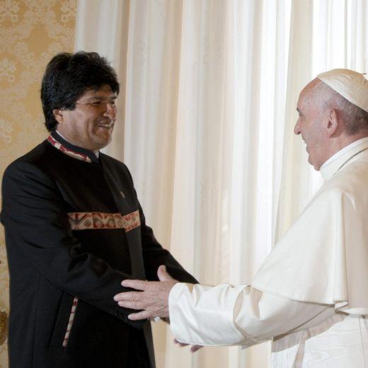 """Evo Morales, libro sulla coca al Papa: """"Gliela consiglio"""" 7"""