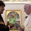 """Evo Morales, libro sulla coca al Papa: """"Gliela consiglio"""""""