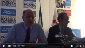 Guarda la versione ingrandita di Milano: Corrado Passera si ritira e va con Stefano Parisi (foto da video)