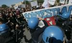 Pisa, corteo vs Renzi: scontri con Polizia. Lui non c'è FOTO