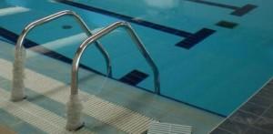 Guarda la versione ingrandita di Bovolenta, bimba 3 anni cade in piscina e annega alla festa (foto d'archivio Ansa)