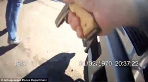 YouTube Usa: poliziotto scambia collega per pusher e spara
