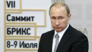 """Putin, """"complotto Cia"""". Guerra Fredda sui Panama Papers"""