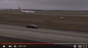 YOUTUBE Boeing Qantas contro Tesla. Vince la sfida...