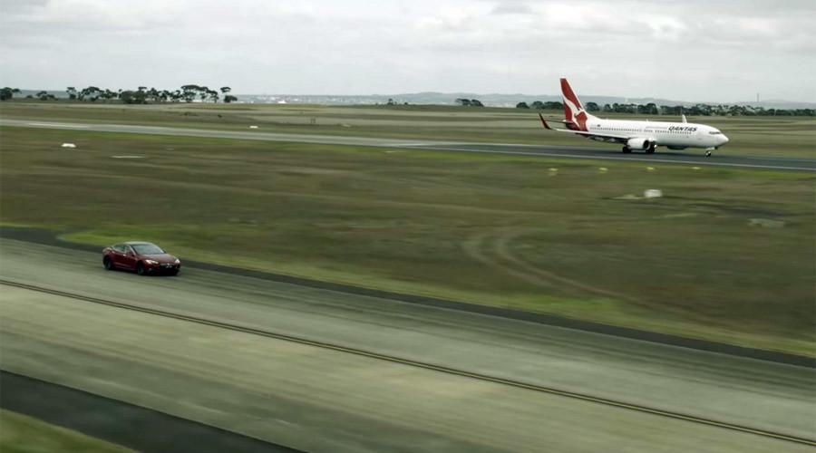 YOUTUBE Boeing Qantas contro Tesla. Vince la sfida...6