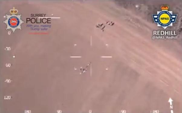 Freccia umana per catturare ladro: così aiutano agenti VIDEO