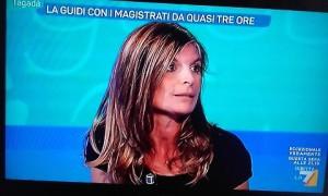 Guarda la versione ingrandita di Laura Ravetto come Giorgia Meloni: nuovo look per amore